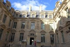 Hôtel de Sully, Marais